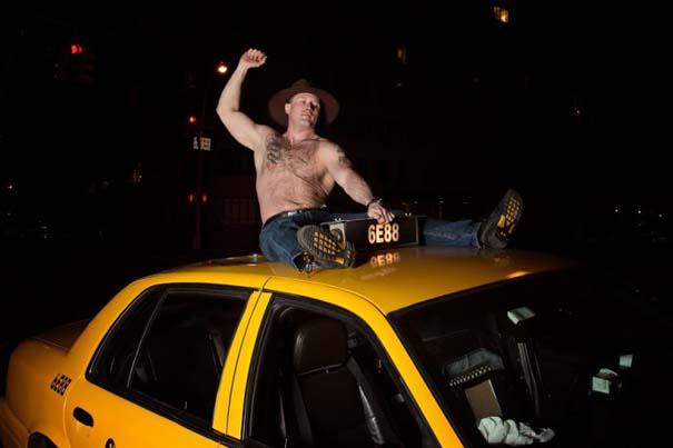 Ταξιτζήδες της Νέας Υόρκης ποζάρουν ως μοντέλα για καλό σκοπό (2)
