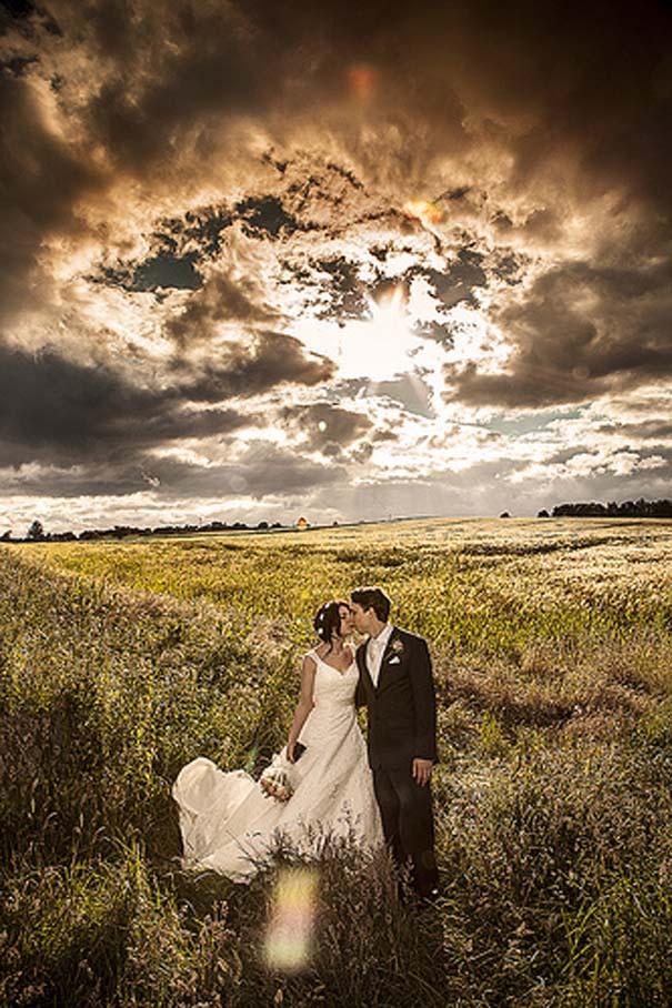 Ζευγάρια που μετέτρεψαν τον άσχημο καιρό σε υπέροχες γαμήλιες φωτογραφίες (6)