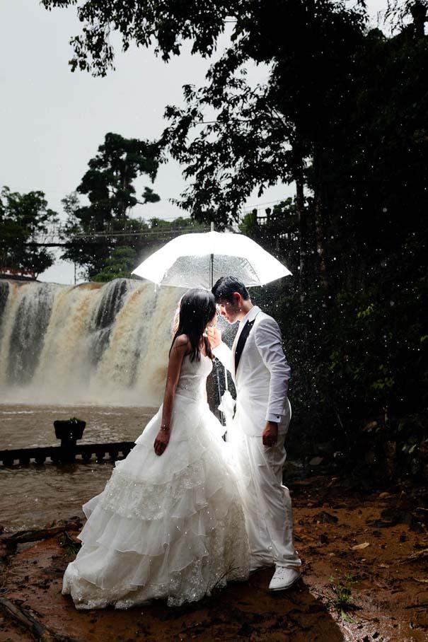 Ζευγάρια που μετέτρεψαν τον άσχημο καιρό σε υπέροχες γαμήλιες φωτογραφίες (8)