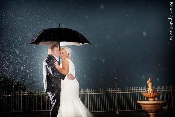 Ζευγάρια που μετέτρεψαν τον άσχημο καιρό σε υπέροχες γαμήλιες φωτογραφίες (10)