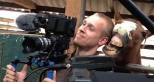 Άλογο ερωτεύτηκε cameraman (Video)