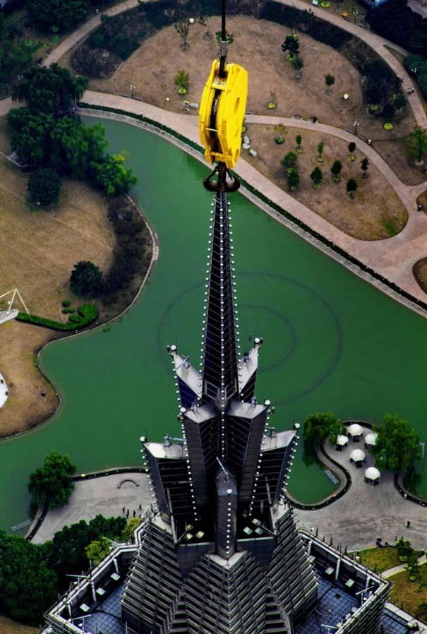 Χειριστής γερανού βγάζει απίστευτες φωτογραφίες από το 2ο ψηλότερο κτήριο του κόσμου (3)