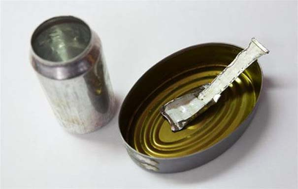 Αυτοσχέδια αντικείμενα από φυλακισμένους (17)