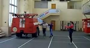 Δείτε τι κάνουν 2 πυροσβέστες σε 14 δευτερόλεπτα (Video)