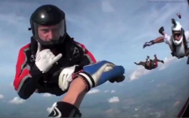 Διάσωση λιπόθυμου skydiver στα 12.500 πόδια