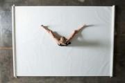 Καλλιτέχνιδα δημιουργεί έργα τέχνης χρησιμοποιώντας το σώμα της (1)
