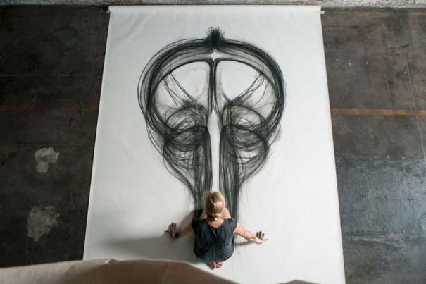 Καλλιτέχνιδα δημιουργεί έργα τέχνης χρησιμοποιώντας το σώμα της (7)