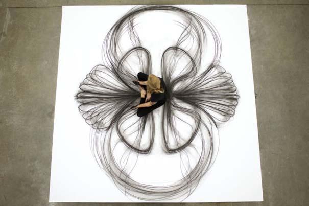 Καλλιτέχνιδα δημιουργεί έργα τέχνης χρησιμοποιώντας το σώμα της (12)