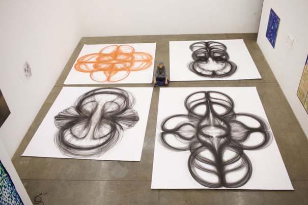 Καλλιτέχνιδα δημιουργεί έργα τέχνης χρησιμοποιώντας το σώμα της (13)
