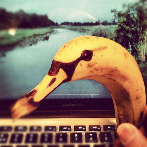 Δημιουργικός μπαμπάς σχεδιάζει πάνω σε μπανάνες (7)