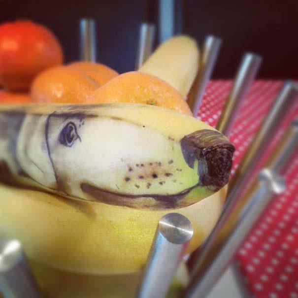 Δημιουργικός μπαμπάς σχεδιάζει πάνω σε μπανάνες (9)