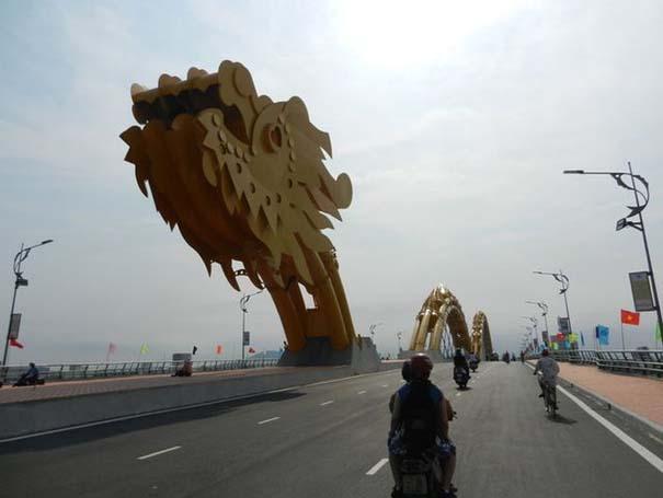 Dragon Bridge Vietnam (2)