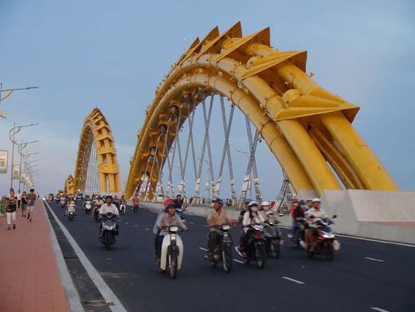 Dragon Bridge Vietnam (8)