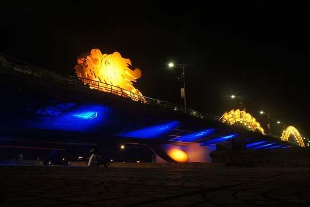 Dragon Bridge Vietnam (14)