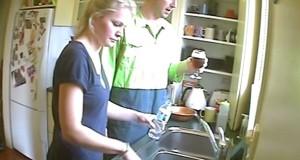 Απίστευτη φάρσα: Έκαναν όλες τις βρύσες του σπιτιού να βγάζουν μπύρα (Video)