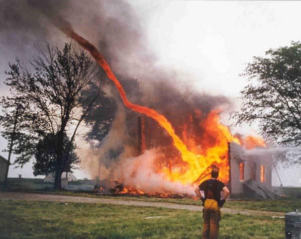 Συγκλονιστικές φωτογραφίες από καταστροφές μεγάλων διαστάσεων (6)