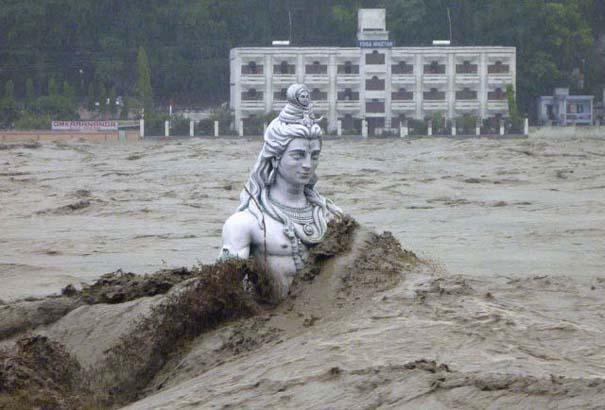 Συγκλονιστικές φωτογραφίες από καταστροφές μεγάλων διαστάσεων (9)