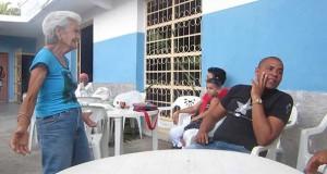 Γιαγιά χορεύει Salsa «μαγεύοντας» τον ανδρικό πληθυσμό (Video)
