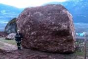 Γιγάντιος βράχος έσπειρε την καταστροφή στο διάβα του (1)