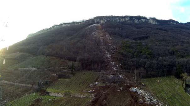 Γιγάντιος βράχος έσπειρε την καταστροφή στο διάβα του (6)
