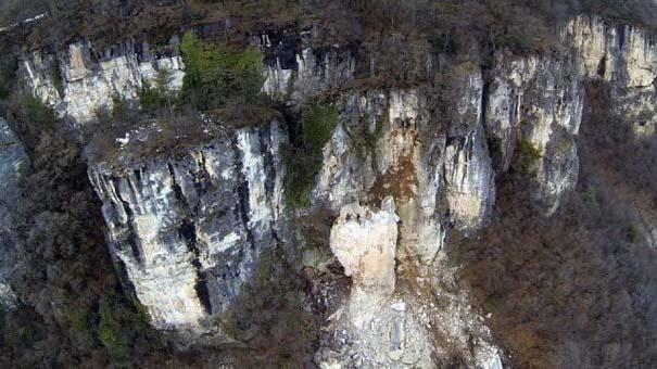 Γιγάντιος βράχος έσπειρε την καταστροφή στο διάβα του (8)