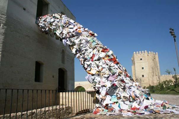 Γλυπτά από βιβλία (16)