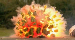 Καρπούζι εκρήγνυται σε αργή κίνηση (Video)
