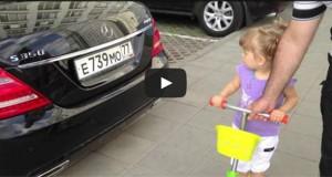 Κοριτσάκι 2 ετών αναγνωρίζει όλες τις μάρκες αυτοκινήτων (Video)