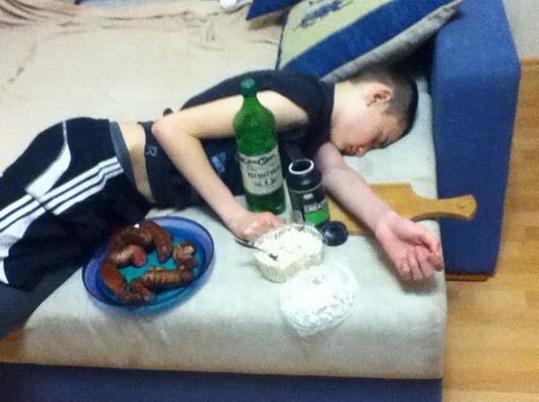 Λιποθύμησε σε πάρτι και η φαντασία των φίλων του οργίασε (2)