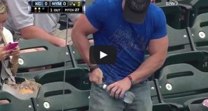 Μυώδης τύπος παλεύει απεγνωσμένα να ανοίξει ένα μπουκάλι νερό (Video)