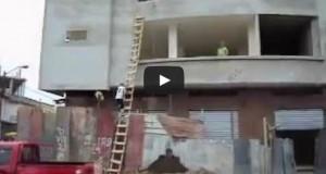 Ο οικοδόμος «Ταρζάν» (Video)