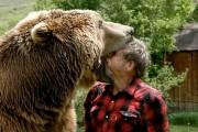 Παλεύοντας με μια αρκούδα γκρίζλι