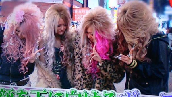 Περίεργη νέα μόδα φωτογράφησης στην Ιαπωνία (2)