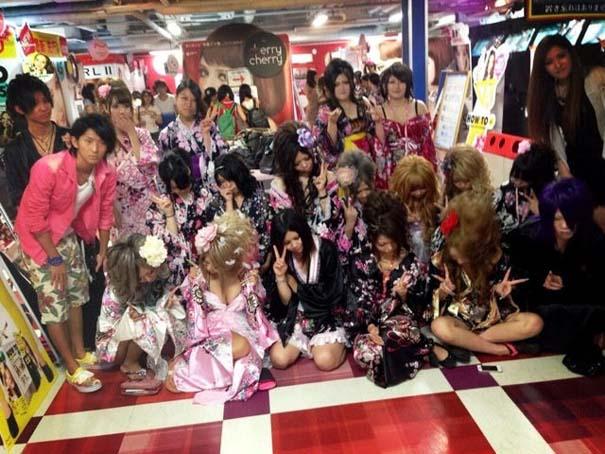 Περίεργη νέα μόδα φωτογράφησης στην Ιαπωνία (5)