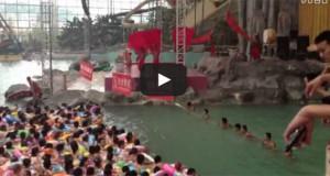 Περιμένοντας το τεχνητό κύμα σε πισίνα της Κίνας (Video)