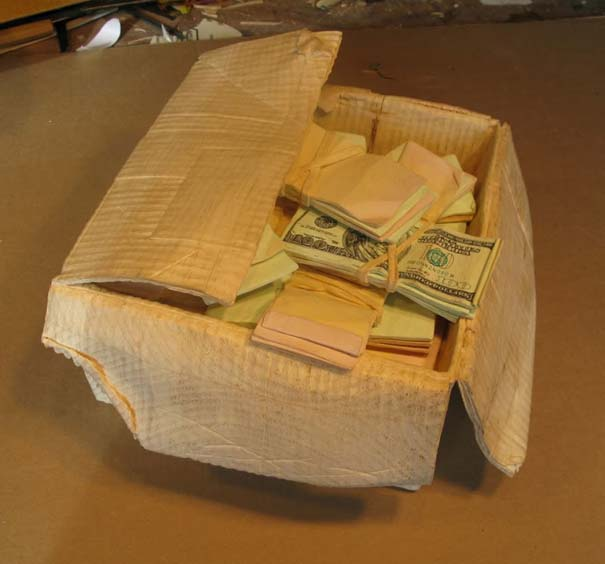 Πως να μετατρέψετε ένα κομμάτι ξύλου σε κουτί γεμάτο λεφτά (12)