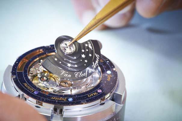 Ρολόι εμπνευσμένο από το πλανητικό σύστημα (8)