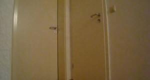 Το τέρας που βρίσκεται πίσω από την πόρτα (Video)