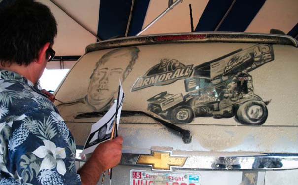 Τέχνη σε σκονισμένα αυτοκίνητα (28)