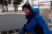 Τι θα συμβεί αν πηδήξεις σε παγωμένο τραμπολίνο;