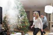 Φάρσα: Το χριστουγεννιάτικο δέντρο που βγάζει καπνούς