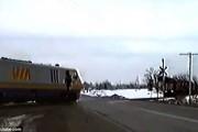 Τρένο αποφεύγει την σύγκρουση για λίγα εκατοστά