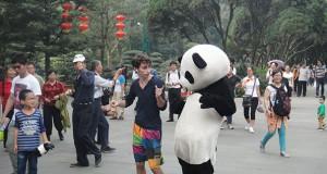 Χόρεψε σε κάθε γωνιά της Κίνας μέσα σε 100 μέρες (Video)