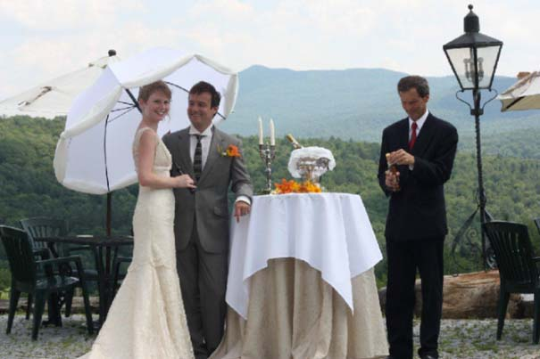 Ζευγάρι παντρεύεται ξανά και ξανά σε όλο τον κόσμο (15)