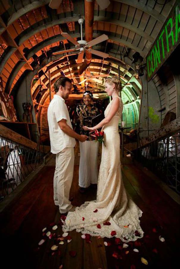Ζευγάρι παντρεύεται ξανά και ξανά σε όλο τον κόσμο (8)