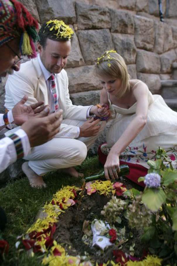 Ζευγάρι παντρεύεται ξανά και ξανά σε όλο τον κόσμο (12)