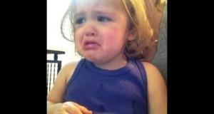 Δεν θα πιστεύετε γιατί κλαίει αυτό το κοριτσάκι (Video)