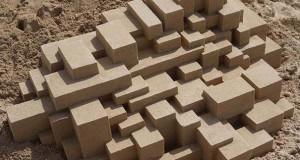 Γεωμετρικά κάστρα στην άμμο από τον Calvin Seibert