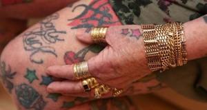 Η γιαγιά με τα 286 τατουάζ