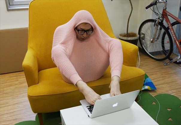 Ιάπωνας βρήκε τον πιο αλλόκοτο τρόπο για να ζεσταθεί με ένα πουλόβερ (6)
